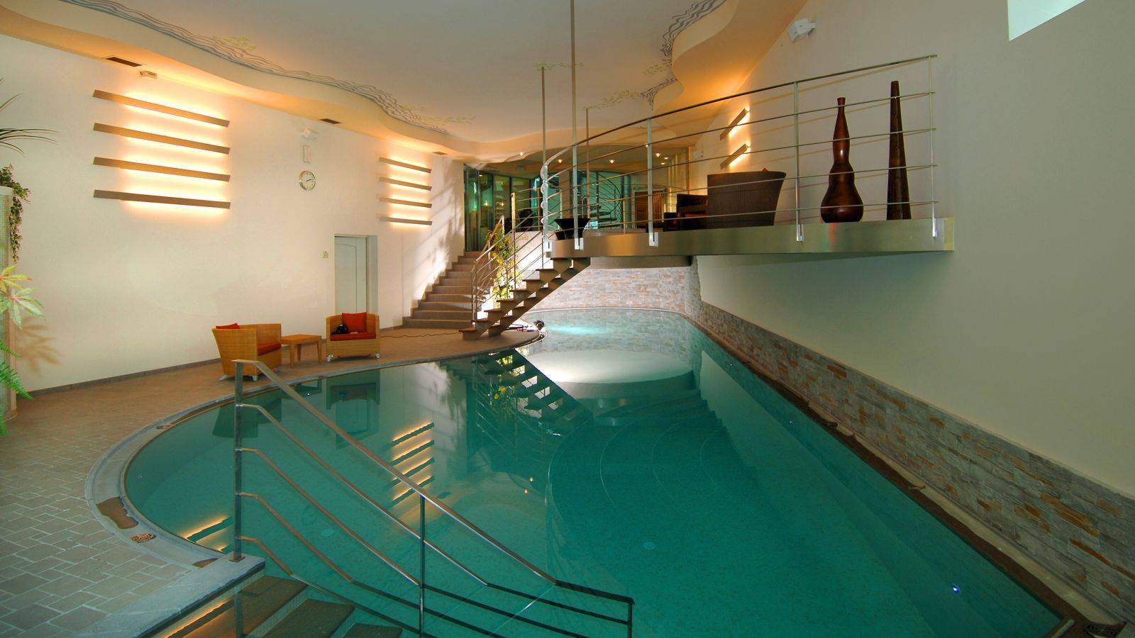 The wellness area with indoor pool of Hotel Monzoni